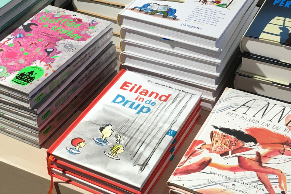 Boek bij de boekwinkel